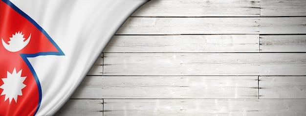 오래 된 흰 벽에 네팔 국기