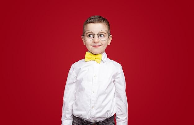 Ботаник в галстуке-бабочке и очках