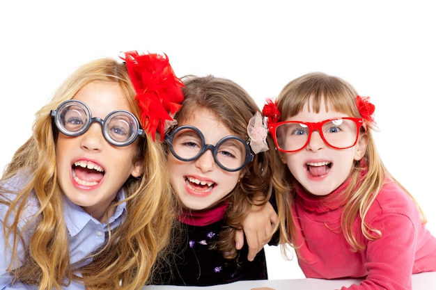 面白いメガネとオタク子供女の子グループ