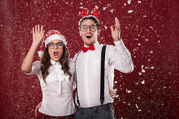 La coppia di nerd è scioccata dalla prima neve