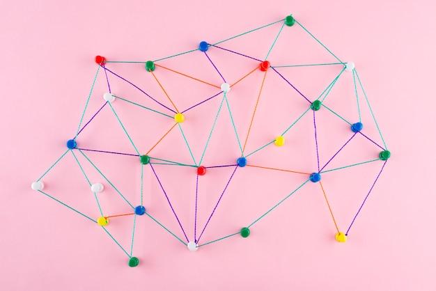 Концепция сети с красочной нитью