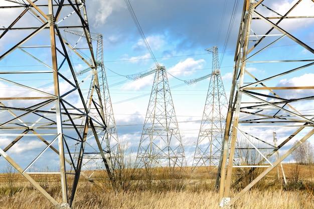 空のネットワーク電気高圧線