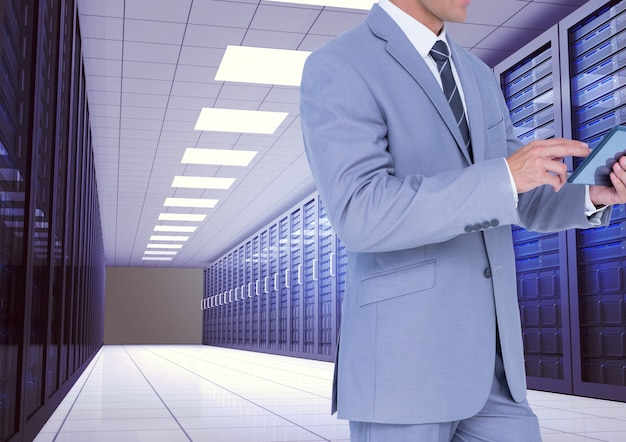 指のスーツのシャツを提示するネットワーク