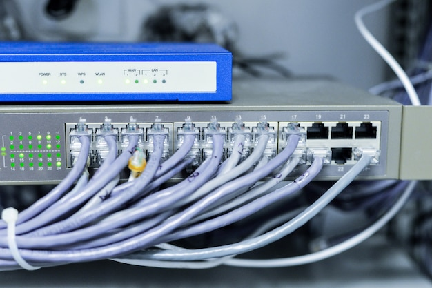 케이블이있는 네트워크 스위치