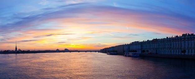 Невская река утром