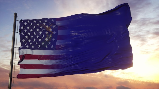 깃대에 네바다와 미국 국기입니다. 바람에 물결 치는 미국 및 네바다 혼합 깃발