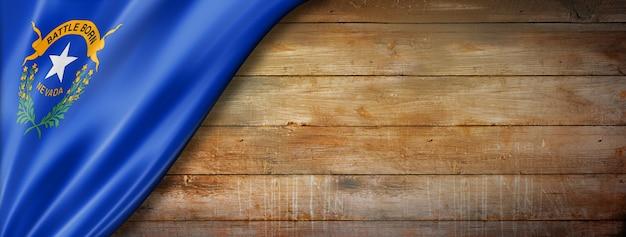 古い木の壁にネバダ州の旗、アメリカ。 3dイラスト