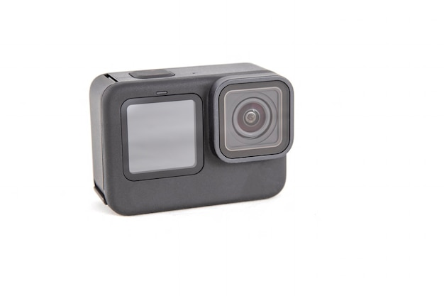 黒色の新しい4kアクションカメラ。孤立した白い背景..ビューから。
