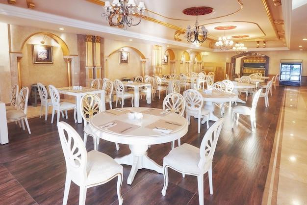 유럽 스타일의 새롭고 깨끗한 고급 레스토랑. 아마라 돌체 비타 럭셔리 호텔. 의지. tekirova-kemer. 터키