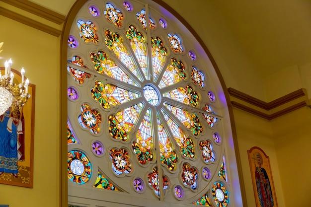 New brunswik njの血の上の救世主教会の内部