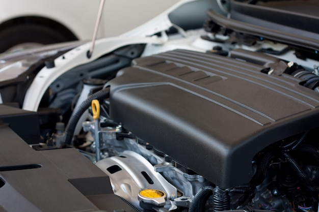 新しい車のエンジンの詳細