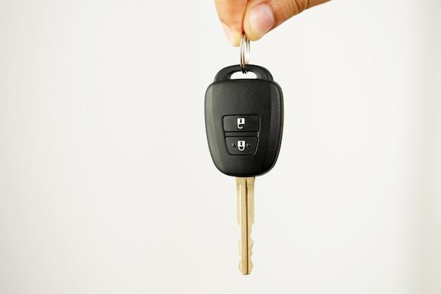 ショールームで低金利の自動車ローンを提供する新しい車のキー