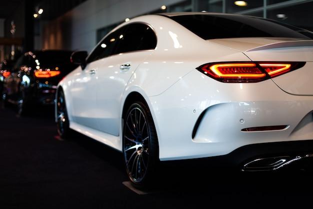 자동차 쇼에서 연속으로 새로운 자동차 모델