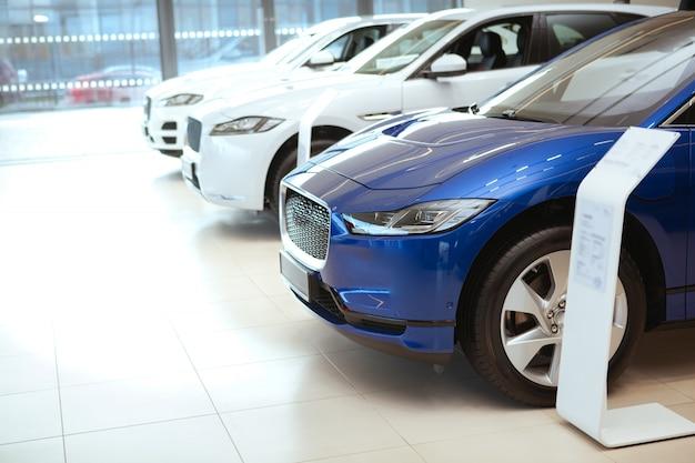 Продажа новых автомобилей в автосалоне