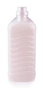 Новая прозрачная пластиковая бутылка с розовой жидкостью для стирки