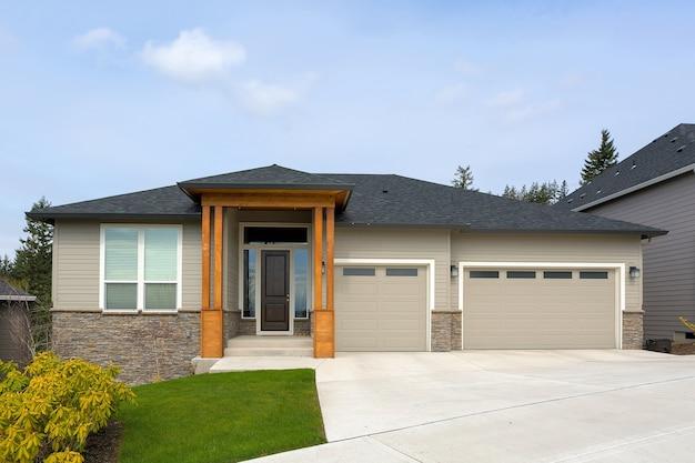オレゴン州ハッピーバレーにある新しいカスタムハウス