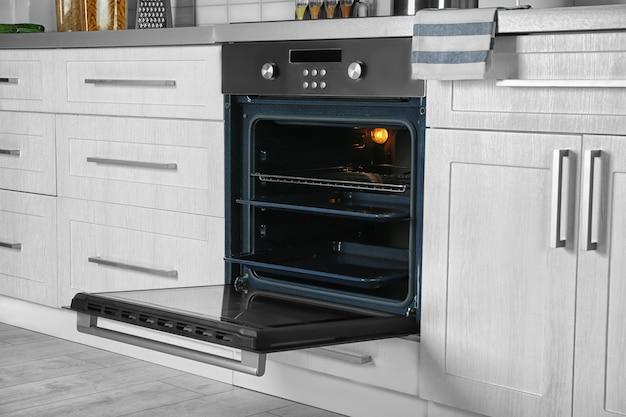 주방의 새로운 전기 오븐