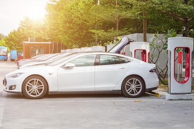 New energy vehicle charging station