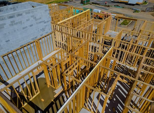 建設中の家の新しい住宅建設フレーミング