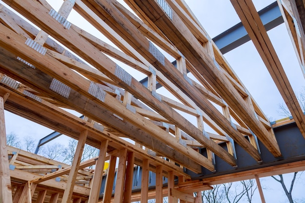 建設中の家の新しい住宅建設フレーム