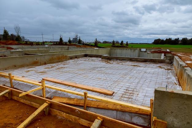 建設中の新しい家