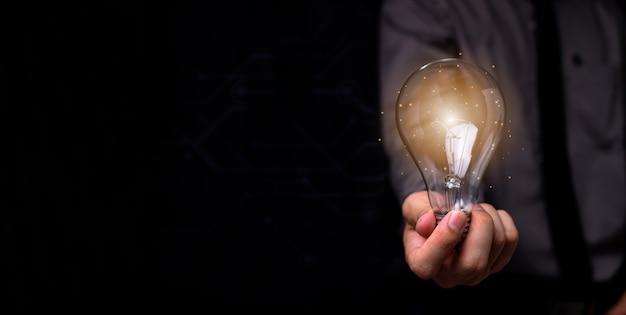 新しいアイデアの電球
