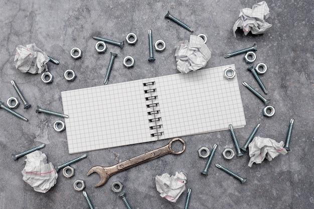 새로운 아이디어, 유지 관리 계획을 위한 브레인스토밍, 솔루션 수리, 건설 프로젝트, 창의적 사고 너트와 볼트 패턴, 도구 상자 구현