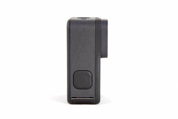黒い色の分離された白い背景の新しいkアクションカメラ