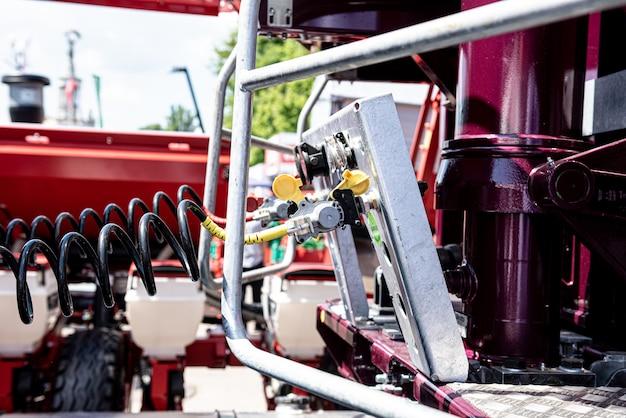 新しい近代的な農業機械および装置の詳細