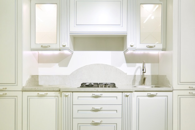 아늑한 가정 인테리어에 새로운 현대 주방 가구 외관
