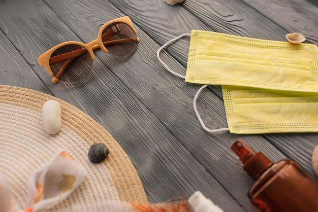 新しい通常のcovidフェイスマスク帽子バッグ日焼け止めサングラス日焼け止めスプレーローション日焼け