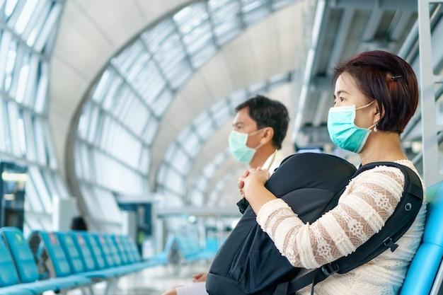 新しい通常のライフスタイル、航空旅行者はcovid-19を保護するためにマスクを着用する必要があります