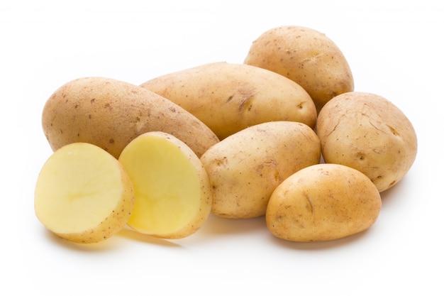 새로운 감자는 흰색에 격리입니다.