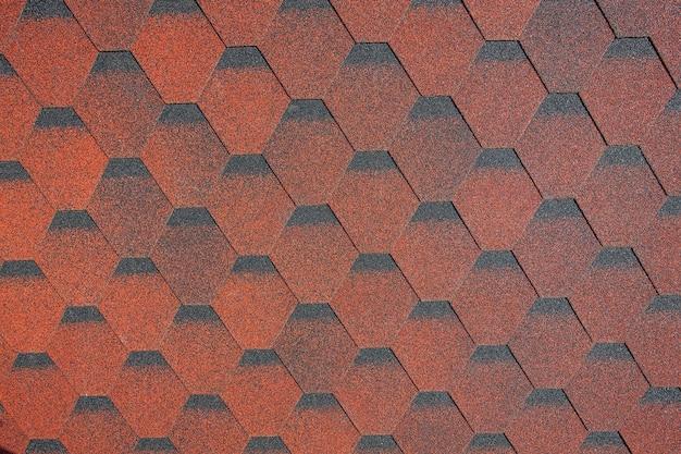 新しい屋根の赤い帯状疱疹