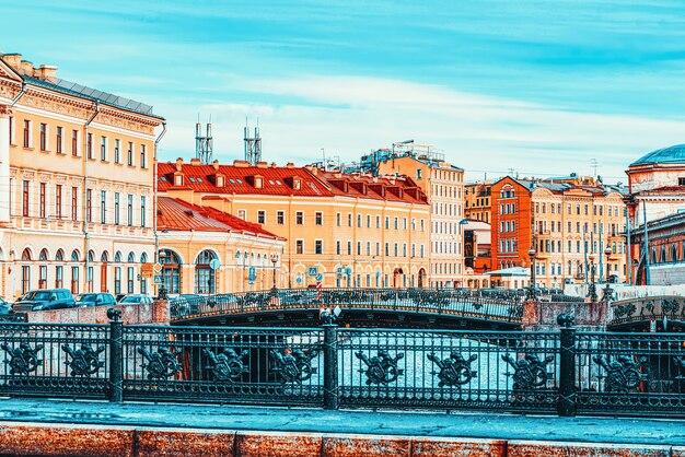 Ново-конюшенный мост на канале грибобедова. городской вид санкт-петербурга. россия.
