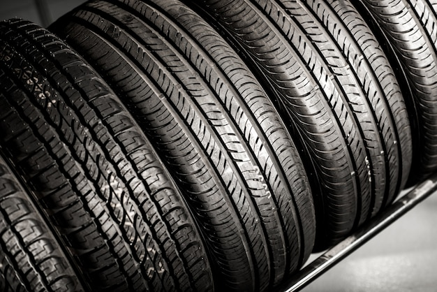 Nuova pila di pneumatici