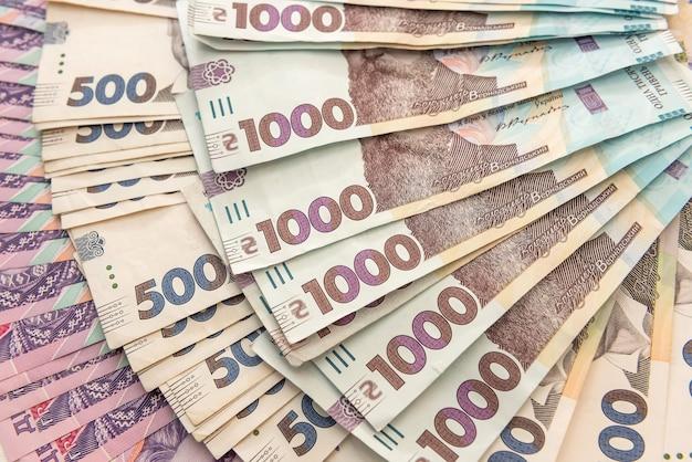 新しいウクライナのお金。背景として200500および1000紙幣。ええと。お金の概念