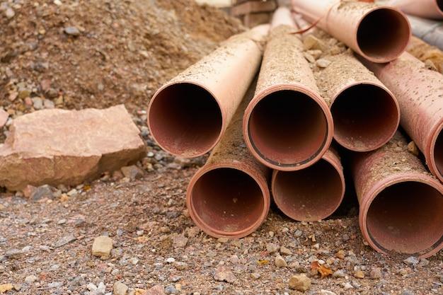 建設現場の新しい水道管。