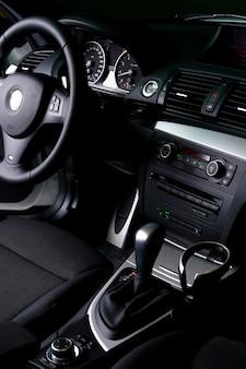 Новая белая приборная панель автомобиля