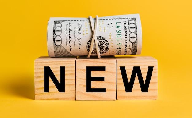 노란색 바탕에 돈으로 새로운. 비즈니스, 금융, 신용, 투자, 세금의 개념