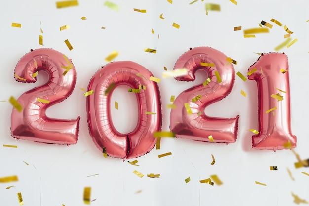 2021年の新年は風船に番号を付けます。お祝い、休日。