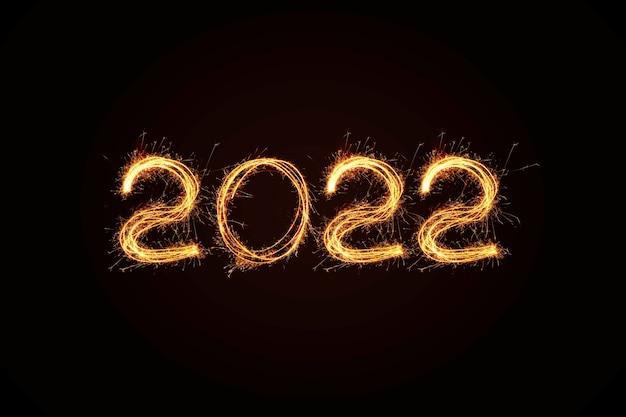 2022년 새해 빛. 폭죽은 그림 2022를 그립니다. 벵골 조명과 편지