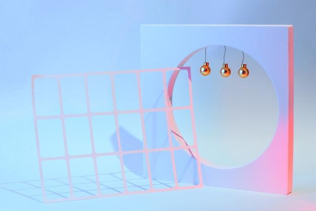 幾何学的な形、お祭りのコンセプトと新年とクリスマスの構成。