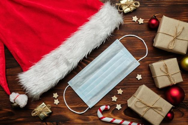 Новогодняя и рождественская концепция во время пандемии коронавируса covid-19