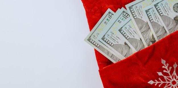 빨간 가방에 미국 달러 돈으로 새 해와 해피 크리스마스