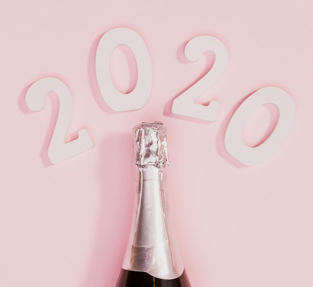未開封のシャンパンの新年ボトル
