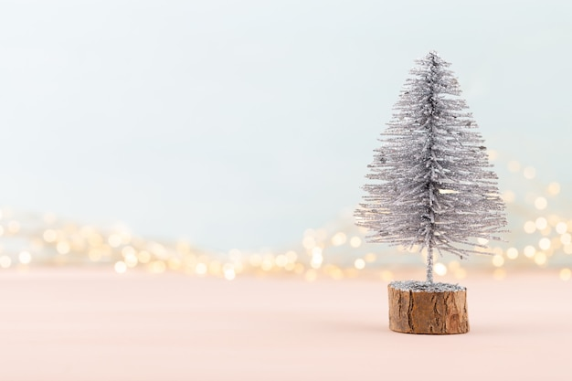 Празднование нового года и новогоднее украшение елки и елочные шары