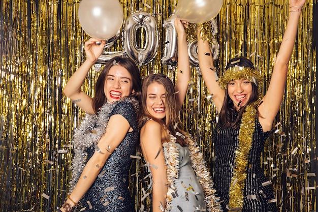 Celebrazione del nuovo anno con le ragazze