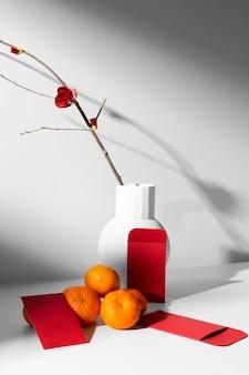 Новогодняя китайская 2021 композиция из цитрусовых и цветов Бесплатные Фотографии