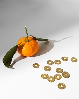 Новогодние китайские монеты 2021 года и апельсин